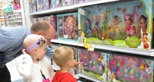 Kids-in-toy-store-FI
